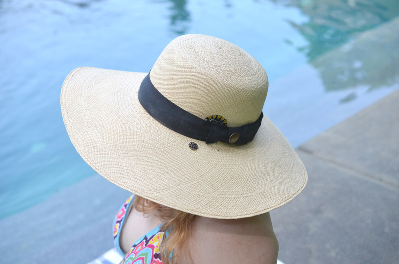 light_sunscreen-reminder-hat-poolside-becky-stern